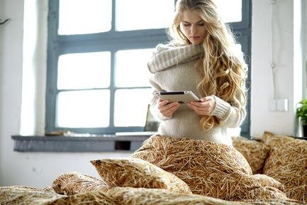 Press kit | 2502-01 - Press release | Augmented Reality Bed Sheets - Hayka - Product - Straw bedding - Photo credit: Piotr Miazga