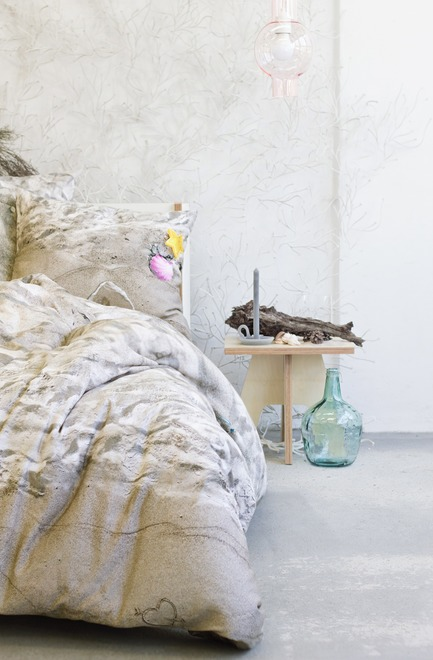 Press kit | 2502-01 - Press release | Augmented Reality Bed Sheets - Hayka - Product - Beach sand bedding - Photo credit: Hayka