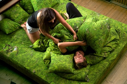 Press kit | 2502-01 - Press release | Augmented Reality Bed Sheets - Hayka - Product - Moss bedding - Photo credit: Piotr Miazga