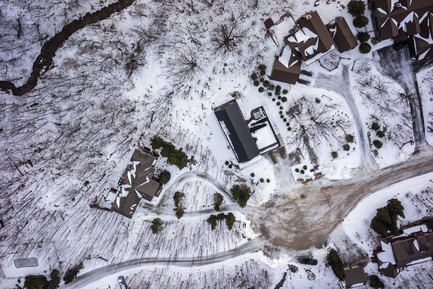 Press kit | 1728-01 - Press release | Alta Chalet - AKB, ATELIER KASTELIC BUFFEY - Residential Architecture - Ariel of the chalet from above - Photo credit: Sky Guys