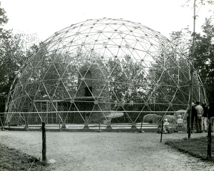Press kit | 748-32 - Press release | Montréal's Geodesic Dreams: Exhibition at UQAM Centre de Design - Centre de design de l'UQAM - Event + Exhibition - Polar bear enclosure at the Granby Zoo (by Paul O. Trépanier and Victor Prus; 1962-63) - Photo credit:  Copyright : Fonds Jeffrey Lindsay, Archives d'architecture canadienne, Université de Calgary.