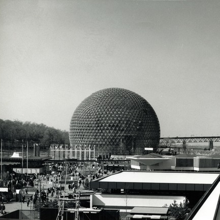 Press kit | 748-32 - Press release | Montréal's Geodesic Dreams: Exhibition at UQAM Centre de Design - Centre de design de l'UQAM - Event + Exhibition - American pavilion - Expo 67 in Montreal - designed by R. Buckminster Fuller and Shoji Sadao - Photo credit:  Copyright : Fonds Jeffrey Lindsay, Archives d'architecture canadienne, Université de Calgary.