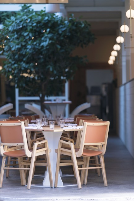 "Press kit | 788-05 - Press release | Restaurant ""Perles et Paddock"" - FX Studio by clairoux - Commercial Interior Design - interior design restaurant decoration by Clairoux, high end interior designers commercial and residential - interior terrace with outside feels - Photo credit: atelier welldone"