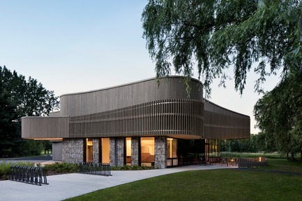 Press kit | 1117-03 - Press release | The Îles-de-Boucherville National Park Wins Several Architecture Prizes - Smith Vigeant architectes - Institutional Architecture - An harmonious assembling of textures - Photo credit: Adrien Williams