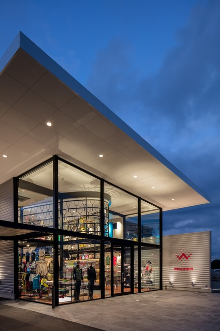 Press kit | 3003-01 - Press release | WADA Sports, Flagship Store - Matsuya Art Works / KTX archiLAB - Commercial Interior Design - The glazed facade corner<br> - Photo credit: Stirling Elmendorf