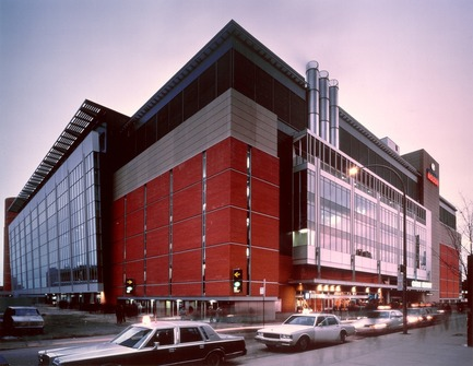 Press kit | 865-29 - Press release | A Tribute to Lemay's Visionary Founding Architect - Lemay - Commercial Architecture - Bell Centre - Lemay in consortium with LeMoyne, Lapointe, Magne, Architectes -Montréal, Québec, Canada, 1996 - Photo credit: Lemay