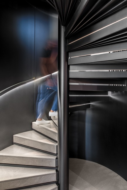 Press kit | 2769-02 - Press release | One Oak 3&4 B2 - Askdeco - Residential Interior Design - -Metal and marble stairs customized by Askdeco and executed by ACID - Photo credit: Alex Jeffries