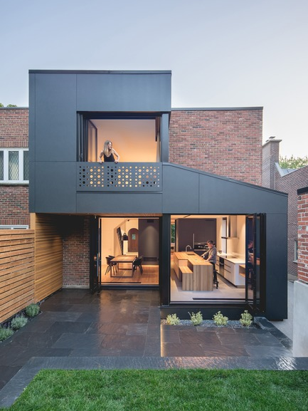Press kit | 635-07 - Press release | BLACK BOX II - Natalie Dionne Architecture - Residential Architecture - Photo credit:  Raphaël Thibodeau