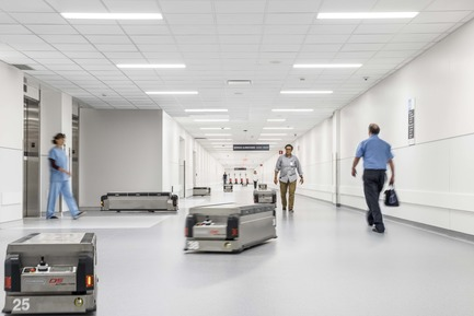 Press kit | 1387-03 - Press release | The New CHUM, Largest Healthcare Construction Project in North America, Opens its Doors - CannonDesign + NEUF architect(e)s - Institutional Architecture - Automated guided vehicles - Photo credit: Laura Peters