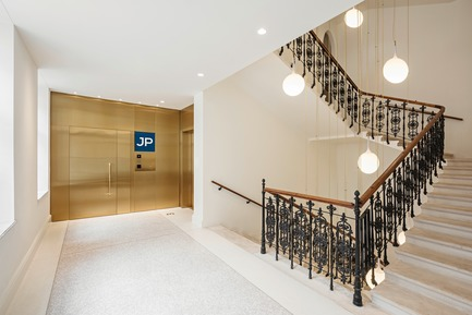 Press kit | 2274-02 - Press release | Telegraf 7 - BEHF Architects - Commercial Architecture -  Office entrance and staircase  <br><br> - Photo credit: Hertha Hurnaus