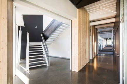 Press kit | 865-30 - Press release | Lemay Wins 2017 American Architecture Prize for Design of Pomerleau Offices - Lemay - Commercial Architecture - Pomerleau Offices - Staircase  - Photo credit: Jonathan Robert