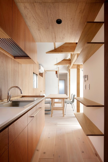 Press kit | 3116-01 - Press release | House for Four Generations - tomomi kito architect & associates - Residential Interior Design - 2F kitchen - Photo credit: satoshi shigeta