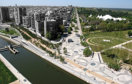 Press kit | 3076-01 - Press release | Madrid Rio. A New Urban Ecology - Burgos & Garrido; Porras La Casta; Rubio & A-Sala; West 8[Ginés Garrido, team director] - Landscape Architecture - Aerial view - Photo credit: Courtesy of the authors of the project