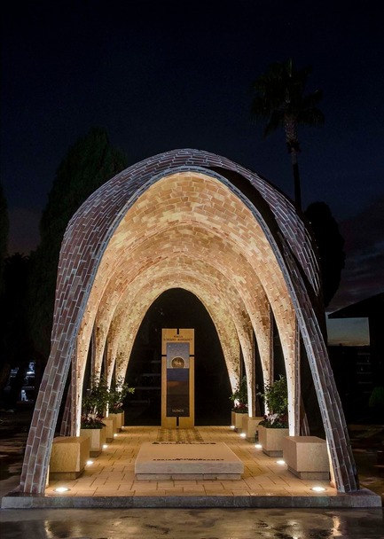 Press kit | 3109-01 - Press release | Mortuary Chapel for the Soriano-Manzanet Family - Vegas&Mileto - Art - General view of the mortuary chapel at night - Photo credit: Vegas&Mileto