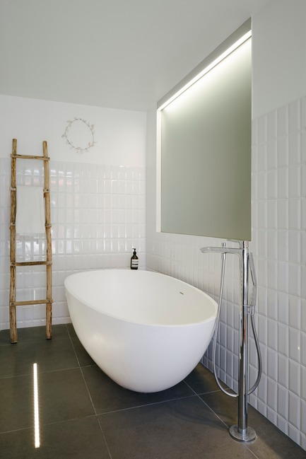 Press kit | 2926-01 - Press release | GOM House - (ma!ca) architecture - Residential Architecture - cocoon bathtub - Photo credit: Julien Kerdraon