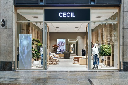 Dossier de presse | 2506-03 - Communiqué de presse | How to Dress - AGROB BUCHTAL - Commercial Interior Design - One of three Retail Laboratories: the Cecil Store in the Centro shopping centre, Oberhausen. - Crédit photo : Agrob Buchtal GmbH / Mikko Ryhänen