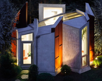 Press kit | 3136-02 - Press release | Butterfly Studio - Valerie Schweitzer Architects - Residential Architecture - A lantern-like glow at night - Photo credit: Paul Bartholomeuw