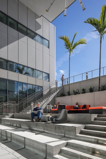 Press kit | 2353-02 - Press release | Innovative and Award-Winning Facade of USF-SP's Tiedemann College of Business Recalls Native Coral in Ecofriendly Envelope - ikon.5 architects - Institutional Architecture - Scholars' Garden - Photo credit: Brad Feinknopf