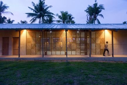 Press kit | 3162-01 - Press release | Streetlight Tagpuro - Eriksson Furunes Architecture, Leandro V. Locsin Partners & Boase - Institutional Architecture -    The study center has teachers' offices, music room, library, kitchen and bathrooms in the heavy volumes. The building also has classrooms and areas for singing, dancing and theatre in the spaces in-between.    - Photo credit: Alexander Eriksson Furunes
