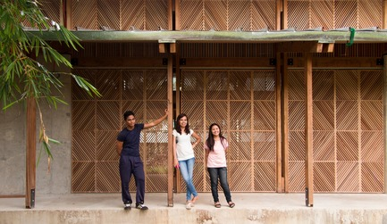 Press kit | 3162-01 - Press release | Streetlight Tagpuro - Eriksson Furunes Architecture, Leandro V. Locsin Partners & Boase - Institutional Architecture -  On the porch  - Photo credit: Alexander Eriksson Furunes