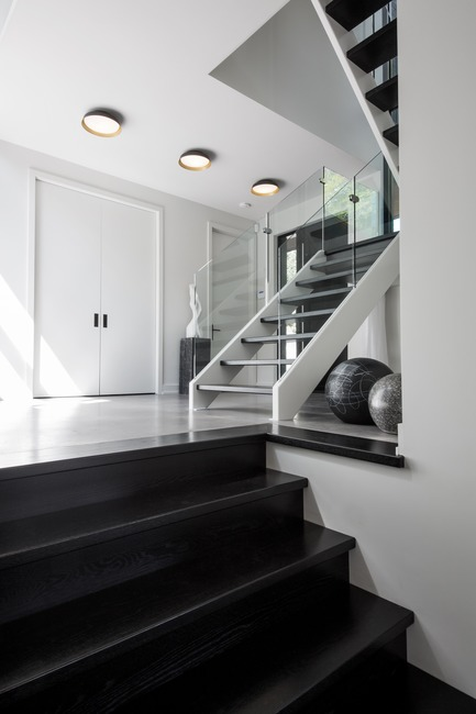 Press kit | 1678-03 - Press release | De La Canardière Residence - Atelier BOOM-TOWN - Residential Architecture - Lobby and staircase - Photo credit: Steve Montpetit