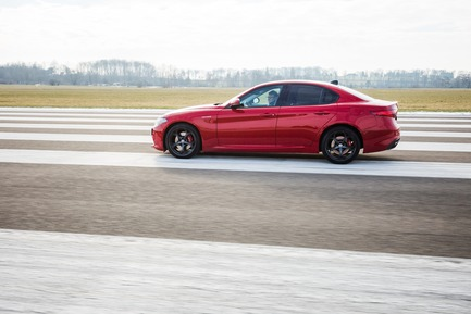 "Press kit | 1696-21 - Press release | The Winners of the Red Dot Award: Product Design 2018 Have Been Chosen - Red Dot Design Award - Competition - Martin Darbyshire while testing the ""Alfa Romeo Giulia""<br> - Photo credit: Red Dot<br>"