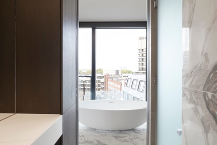 Press kit | 2317-01 - Press release | A New Oasis Off London's Oxford Street - Make Architects - Residential Architecture - Marble in one of the residential bathroom types - Photo credit: Make Architects