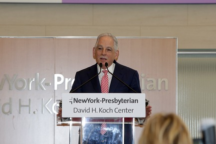 Press kit | 1204-08 - Press release | NewYork-Presbyterian Opens a World-Class Center for Ambulatory Care: David H. Koch Center - Pei Cobb Freed & Partners - Institutional Architecture - Dr. Steven J. Corwin dedicating the Koch Center, 24 April 2018 - Photo credit: NewYork-Presbyterian Hospital