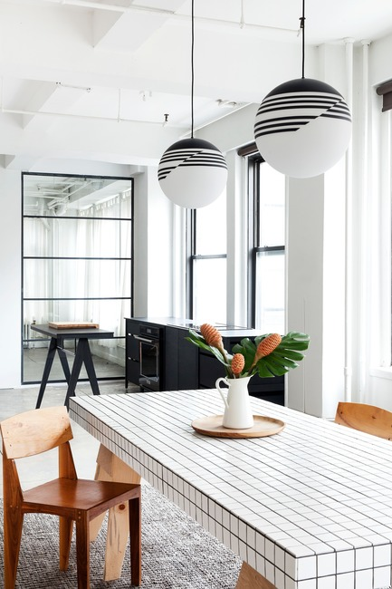 Dossier de presse | 1122-05 - Communiqué de presse | Purchasing a Kitchen Online is Now Child's Play with coquo.ca - Coquo by Cuisines Steam - Product -  Another look at the black and white kitchen in NYC.  - Crédit photo : Jessica Nash