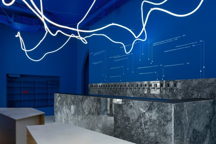 Dossier de presse | 2247-04 - Communiqué de presse | Galaxy Bar and Bottle Shop - Monoloko design - Commercial Interior Design -  Neon flex light installation with grey marble, plywood custom furniture and 'himmelblau' blue walls  - Crédit photo :  Dmitry Chebanenkov