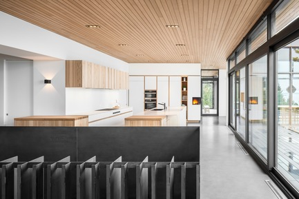 Press kit | 1572-02 - Press release | Long Horizontals - Thellend Fortin Architectes - Residential Architecture - kitchen - Photo credit: Charles Lanteigne