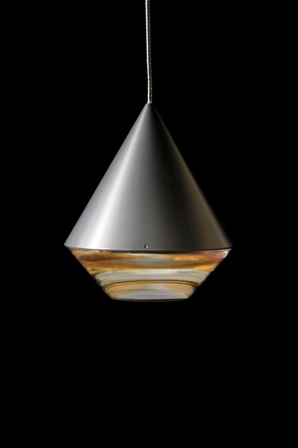 Dossier de presse | 2024-01 - Communiqué de presse | Canadian Lighting Company Archilume Unveils Three New LED Luminaire Lines at  ICFF May 20-23, 2018 - Archilume - Lighting Design - Alto's form finishes at its base with a jewel-like transparent element reminiscent of a craftsman cut diamond.    - Crédit photo : Archilume