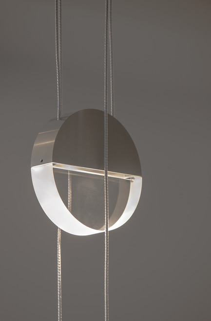 Dossier de presse | 2024-01 - Communiqué de presse | Canadian Lighting Company Archilume Unveils Three New LED Luminaire Lines at  ICFF May 20-23, 2018 - Archilume - Lighting Design - Balance consists of a pair of disc shapes suspended by twinned cables, one beneath the other, hung in perpendicular directions. - Crédit photo : Archilume