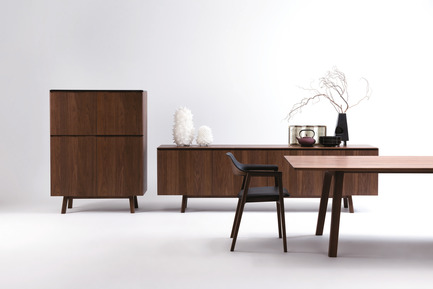 Dossier de presse | 2998-03 - Communiqué de presse | Conde House Unveils TEN Extension Dining Table and Credenza at ICFF 2018 - Conde House - Product - TEN High Board and Credenza from Conde House - Crédit photo : Conde House