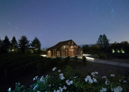 Press kit | 3353-01 - Press release | WDA Honoredwith Merit Award byAIA San Francisco - WDA (William Duff Architects) - Residential Architecture - The night sky combined with internal illumination reveals more of the barn's archetypal wine country form. - Photo credit: Matthew Millman Photography