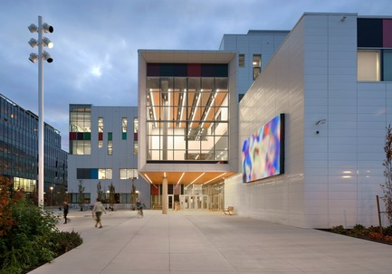 Press kit | 2124-02 - Press release | IESBC Announces its 2018 'Vision Awards' for Best Lighting Design in BC, Canada - IESBC - Lighting Design - Emily Carr -         Recessed slotlights in soffits provided strong illumination at each building entries and aligned with interior slotlights. - Photo credit:         Silent Sama