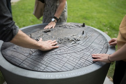 Press kit | 2366-03 - Press release | Montreal Project Wins Major International Design Award - civiliti with Julie Margot design - Landscape Architecture - Detail of tridimensional bronze map inserted in a granite base<br> - Photo credit: Frédérique Ménard-Aubin