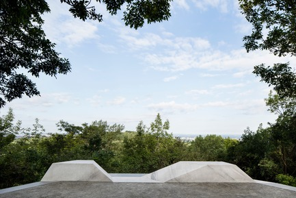 Press kit | 2366-03 - Press release | Montreal Project Wins Major International Design Award - civiliti with Julie Margot design - Landscape Architecture -  Halt close-up showing integrated granite bench <br>  - Photo credit: Adrien Williams