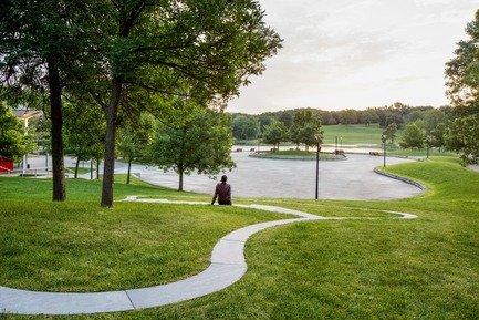 Press kit | 2366-03 - Press release | Montreal Project Wins Major International Design Award - civiliti with Julie Margot design - Landscape Architecture - View of a halt looking towards Beaver Lake's recreational area<br> - Photo credit: Adrien Williams