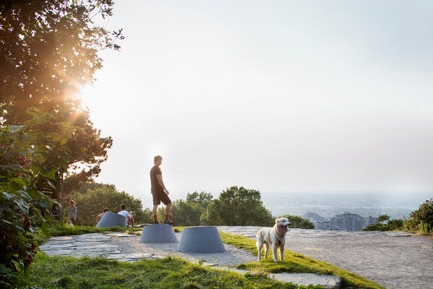 Press kit | 2366-03 - Press release | Montreal Project Wins Major International Design Award - civiliti with Julie Margot design - Landscape Architecture -   Cluster of place-markers on one of the Mount Royal Heritage Site's three summits<br>   - Photo credit: Adrien Williams