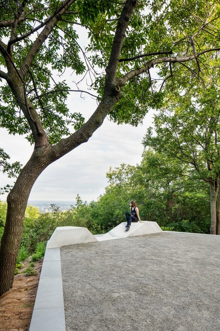 Press kit | 2366-03 - Press release | Montreal Project Wins Major International Design Award - civiliti with Julie Margot design - Landscape Architecture - Belvedere-like halt with view towards the north of the city<br> - Photo credit: Adrien Williams