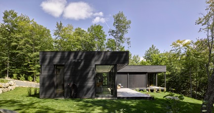 Press kit | 780-04 - Press release | House at Charlebois Lake - Paul Bernier Architecte - Residential Architecture - Photo credit: James Brittain