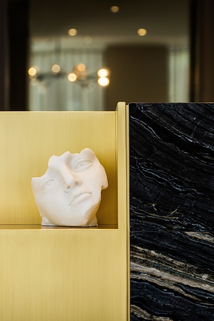 Press kit | 2185-05 - Press release | FACE Cosmetic Surgery - Audax - Commercial Interior Design - Reception desk with veined stone and brass ledge - Photo credit:  Erik Rotter