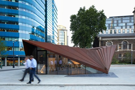 Press kit | 2317-03 - Press release | Make Unveils New Monocoque Pavilion for City of London - Make Architects - Commercial Architecture - Portsoken Pavilion tonally links to the nearby heritage structures. - Photo credit: Make Architects