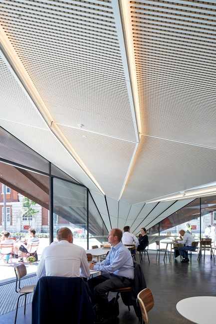 Press kit | 2317-03 - Press release | Make Unveils New Monocoque Pavilion for City of London - Make Architects - Commercial Architecture - The internal soffit picks up on the external geometry - Photo credit: Make Architects