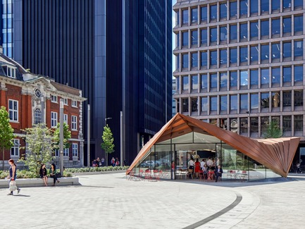 Press kit | 2317-03 - Press release | Make Unveils New Monocoque Pavilion for City of London - Make Architects - Commercial Architecture - The monocoque structure touches the ground at just three points - Photo credit: Make Architects