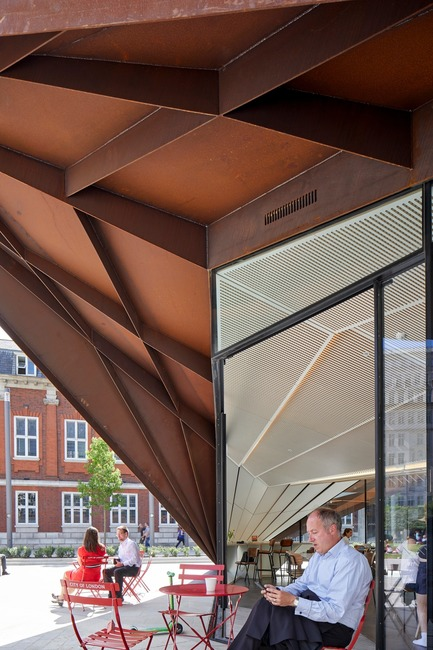 Press kit | 2317-03 - Press release | Make Unveils New Monocoque Pavilion for City of London - Make Architects - Commercial Architecture - The internal soffit mimics the external form - Photo credit: Make Architects