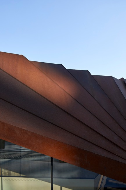 Press kit | 2317-03 - Press release | Make Unveils New Monocoque Pavilion for City of London - Make Architects - Commercial Architecture - The corten will darken over time - Photo credit: Make Architects