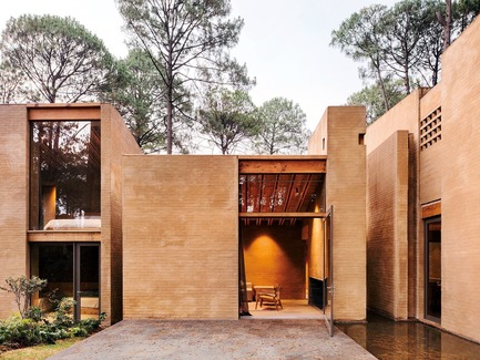 Press kit | 809-23 - Press release | AZURE Announces the Winners of the 2018 AZ Awards - AZURE - Competition - 2018 AZ Awards - Best Residential Architecture, Single Family (Tie)<br>Taller Héctor Barroso: Entrepinos, Valle de Bravo, Mexico  - Photo credit:  AZURE