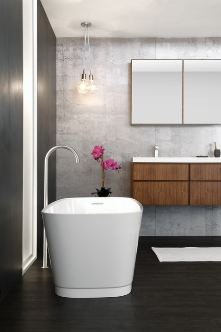 Dossier de presse | 2342-04 - Communiqué de presse | WETSTYLE Launches a Series of Three New Bathtubs - WETSTYLE - Product - Straight bathtub, Frame Linea vanity and mirrored cabinet - Crédit photo : WETSTYLE